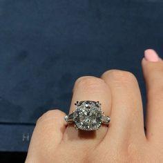 The Blair Waldorf Ring - Harry Winston Cushion Cut Engagement Ring - video