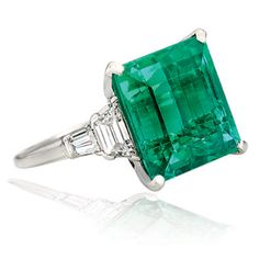 Gorgeous #emerald and #diamond #ring