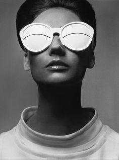 Simone D'Aillencourt, sunglasses by Courrèges , Paris, February 4,1965 - Richard Avedon
