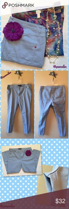 """💦Roaman's Denim 24/7 Jeans💦 76% Cotton/ 23% Polyester/ 1% Spandex Imported 5-pocket styling Denim 24/7® hardware metal rivets and shank button Embroidered Red Heart on back Inseam 28""""  In Gently Used Condition!  Soft Baby Blue wash that goes with anything! There is minor wear in the crotch area (photo #3). Yet these Roaman's Jeans still have miles to give. 💃🏽 Roaman's Pants Straight Leg"""