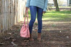 Pastels colors , tenue printanière sac seau couleur corail, jeans slim mango, bottines camel, couleurs pastel www.pompompidou.com