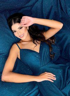 Procurando vestido azul petróleo para madrinha de casamento? Confira nossa seleção com modelos para casamento na igreja e ao ar livre (praia e campo) #vestidodefesta #vestidolongo #azulpetroleo #eveningdress #gown