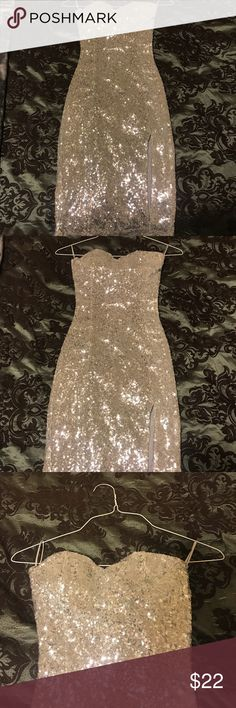 Lulu's sequin birthday dress with slit midi Sweetheart neck and perfect for a bedazzling occasion like your birthday or bachelorette! Slit to show a little leg and midi enough to still keep it classy. Silver sequin making you popppp only tried on never worn out Lulu's Dresses Midi