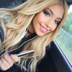 """Always carrying the @thehellosmile teeth whitening pen in my bag for last minute touch ups whenever I go out an absolute must have! Managed to get a discount code for you guys """"Shenny10"""" ✨ (TheHelloSmile.com)"""