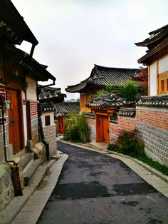 Bukchon Hanok Village - I want to visit here sooo badly! I would love to have lived in a Hanok.