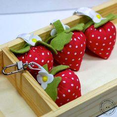 Hobby di Carta - Il blog: Ispirazione cucito: Fragoline d'inverno - portachiavi o ciondoli