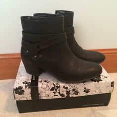 Cute Black Ankle Boots Really really cute ankle boots! Really comfy, very little wear. Zippers on inside, two small slits (that are suppose to be there) on the outside. Small sexy heel! White Mountain Shoes Ankle Boots & Booties