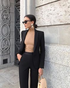 Beige Look From Zara – Mode Outfits Zara Outfit, Beige Outfit, Black Blazer Outfits, Black Work Outfit, Dress With Blazer, Women Blazer Outfit, Black Office Dress, Camel Blazer, Blazer Suit