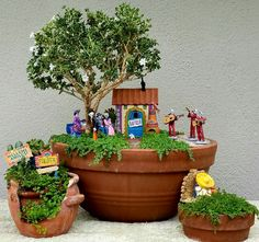 Magical DIY Succulent Fairy Garden Ideas - Decomagz fairy garden ideas M. Small Garden Fairies, Mini Fairy Garden, Garden Art, Garden Design, Herb Garden, Vegetable Garden, Succulent Pots, Succulents Garden, Succulent Gardening