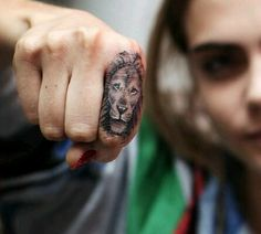 Cara Delevingne's lion tattoo on the finger, by Bang Bang. Finger Tattoo Designs, Lion Tattoo On Finger, Finger Tattoo For Women, Small Finger Tattoos, Lion Tattoo Design, Tattoo Designs For Girls, Tattoo Designs And Meanings, Small Tattoos, Tattoos For Women