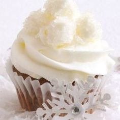 Suklaasydän-kuppikakut - Reseptit – Kotiliesi Margarita, Food And Drink, Cupcakes, Desserts, Koti, Pastries, Tailgate Desserts, Cupcake, Deserts