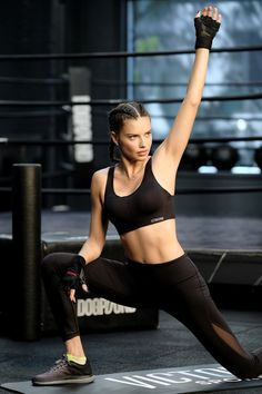 Adriana Lima Photos - Train Like an Angel with Adriana Lima in Victoria's Secret Angel Max Sport Bra at DogPound on October 2017 in New York City. - Train Like a Victoria's Secret Angel With Adriana Lima at DogPound Adriana Lima Workout, Adriana Lima Body, Joseph Pilates, Fitness Icon, Moda Fitness, Victorias Secret Models, Victoria Secret Fashion Show, Gym Workouts Women, Everything