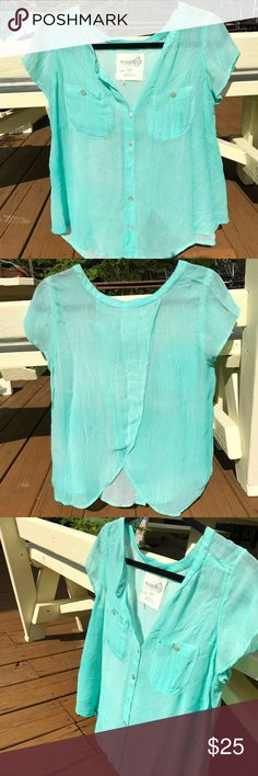 Free People BARELY WORN Turquoise Top GORGEOUS and barely worn Free People top. This is the prettiest color top and is a lightweight and flattering fabric. Almost no signs of wear! All reasonable offers are welcome :) Free People Tops Blouses