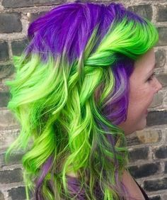 25 Two Tone Hair Color Ideas You Will Fall In Love - Trends for HAIR COLORING IN TWO COLORS Do you like experiments? We are sure that you have already looked at the hair of two colors. Baddie Hairstyles, Casual Hairstyles, Fancy Hairstyles, Boy Hairstyles, Curled Hairstyles, Vintage Hairstyles, School Hairstyles, Cabelo Ombre Hair, Medium Hair Styles