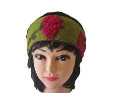 Wollwalk Ohrwärmer Mika hellgrün mit aufgefilzter Blumenranken in pink Winter Hats, Beanie, Pink, Style, Fashion, Swag, Moda, Stylus, Fashion Styles