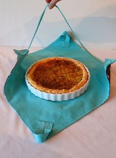 J'ai apporté la tarte – Couture – Diy Pie Carrier, Casserole Carrier, Little Owl, Couture Sewing, Sewing Projects For Beginners, Fabric Scraps, Scrap Fabric, Sewing Hacks, Sewing Tips