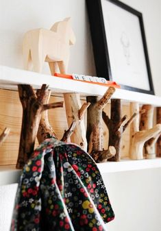 Super ideas for hat rack ideas branches Diy Hat Rack, Hat Hanger, Hat Racks, Cowboy Hat Rack, Rama Seca, Hat Organization, Branch Decor, Diy Hanging, Girl With Hat