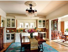 A 1910 Craftsman house, nicely restored and with handsome additions, provides the right mood for a lifetime collection of period posters. Bungalow Dining Room, Craftsman Dining Room, Craftsman Kitchen, Craftsman Style Decor, Craftsman Interior, Craftsman Homes, Dining Room Windows, Dining Rooms, Dining Area