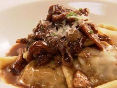 These ravioli are awesome! I made the ravioli twice now and then did just the short ribs and sauce for dinner with risotto, deliciousness! Creamy Mushroom Sauce, Creamy Mushrooms, Stuffed Mushrooms, Stuffed Peppers, Mushroom Ravioli, Tortellini, Sauce Recipes, Pasta Recipes, Dinner Recipes