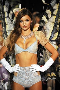 #Miranda Kerr showing a bit more than perhaps she knew in her VS panties at the 2008 Victoria's Secret Fashion Show, backstage. | #VSFS #VSFS_2008