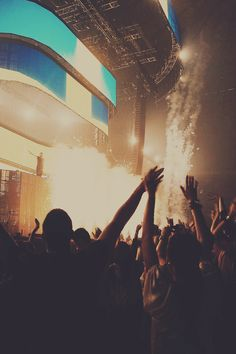 Summer Music // go to a concert & dance to the beat