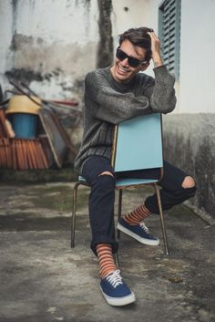 Mens photoshoot poses, portrait photography men, photography poses for men, Poses Pour Photoshoot, Style Photoshoot, Men Fashion Photoshoot, Fashion Fotografie, Modeling Fotografie, Portrait Photography Poses, Photography Ideas, Men Fashion Photography, Photography Reflector