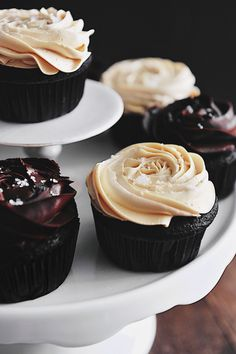 Banana Chocolate Fudge Cupcakes #magdalenas #decoracion #pasteles #cupcake