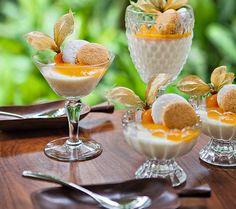 Panna Cotta de coco com coulis de manga | coconut panna cotta with mango coulis (Foto: Lufe Gomes / Editora Globo)