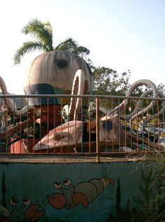 Though the Katoli World Park was forced to close, the rides – a dragon boat, merry-go-round and the teacups among them – existed for years afterward. So while it was impossible to ride them, it was possible to walk among them; to negotiate flourishing vegetation in search of the remarkable ruins.(Image: Abandoned But Not Forgotten)