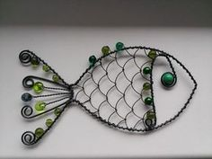 Wire and bead fish art Copper Wire Crafts, Copper Wire Art, Metal Crafts, Wire Wrapped Jewelry, Wire Jewelry, Hobbies And Crafts, Diy And Crafts, Wire Ornaments, Fish Sculpture