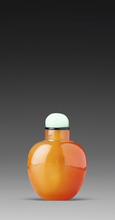 A MINIATURE CARNELIAN SNUFF BOTTLE<br>QING DYNASTY, 18TH / 19TH CENTURY   lot   Sotheby's
