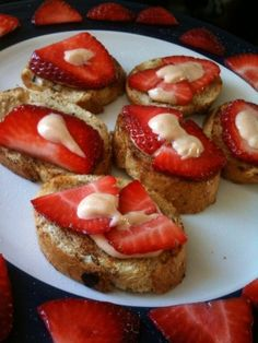 French Toast Minis With Strawberries & Cream Wine Recipes, Great Recipes, Favorite Recipes, Yummy Recipes, Appetizer Recipes, Dessert Recipes, Desserts, French Appetizers, Tapas