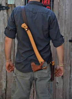 Leather Axe Sling…new offering from Badger Claw Leatherworks Axe Sheath, Knife Sheath, Knives And Tools, Knives And Swords, Beil, Leather Projects, Leather Crafts, Knife Making, Leather Tooling