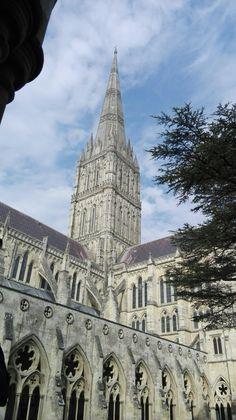 """Catedral en Londres """" súper bonita: dentro es similar a un museo de artes 👑👑"""