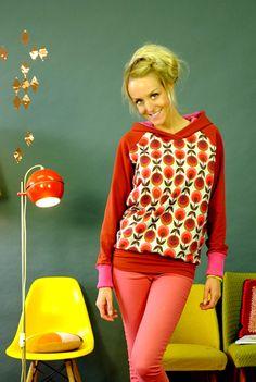 Hoodies - Hoodie Ella Raglan Blume Sweater Damen Retro - ein Designerstück von Bonnie-and-Buttermilk bei DaWanda