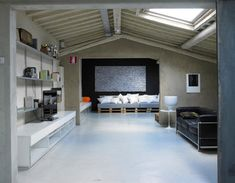 Pallets Loft in Florence, Italy 01
