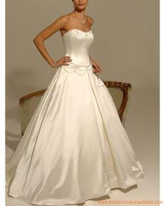 Robe de mariée bustier avec des broderies belle