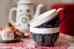 DIY chalkboard paint on a cup. Perfect for St-Valentin breakfast.