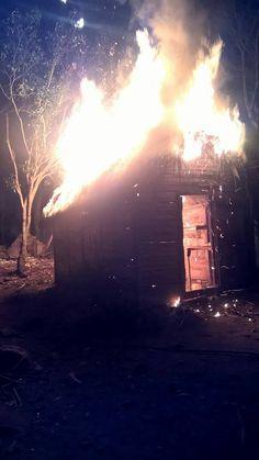 Fuego reduce a cenizas tres viviendas en Barahona