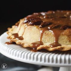 I've been making this #topsyturvy #apple #pie for years although never with a gluten-free crust. It's perfect. I've finally gotten it to a place that I wouldn't change anything. I guarantee if you have a relative that says they can taste a difference between regular and gluten-free they won't find any difference here. The crust is strong. The spiced apples tender. The caramel divine. This deserves a spot in the #thanksgiving table.  #ontheblog today! . . . #thanksgivingfood #applepie…