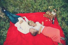 romantic picnic photoshoot in Estes Park, Colorado. Highschool sweethearts family photoshoot with their boxer, Lily.