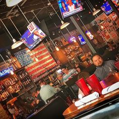 Bub City Pub. Mit der US-Flagge aus Bietdosen. #chicago #chicagogram #chicagolife #usa #urlaub #sommer #reisen #travel #travelblogger #impression #windycity #illinois  #chitown #chicity
