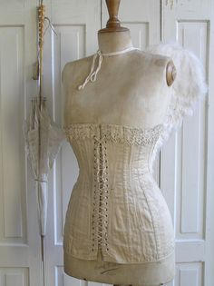 Pastels and Whites: Dames met vleugels / Ladies with wings Shabby Chic Mannequin, Vintage Mannequin, Dress Form Mannequin, Vintage Corset, Vintage Lingerie, Vintage Dresses, Vintage Outfits, Vintage Sewing, Mannequins