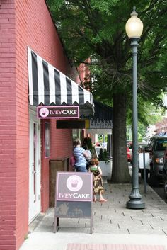 IveyCake cupcakes, Franklin, TN. Ivey did the cupcakes for Carrie Underwood's wedding. Yummy!