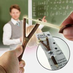 Der Bleistift mit Schleuder ist Arbeitsgerät und Zwille in einem - für die…