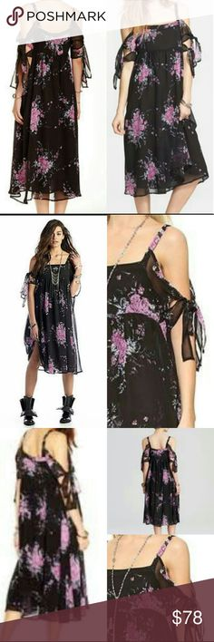 💕SALE💕FREE PEOPLE FLIRTY FLORAL DRESS SUPER FLIRTY SPAGHETTI STRAPS WITH TIES TO SHOW A LITTLE SKIN. Free People Dresses