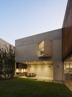 A Home Of Concrete, Steel, And Privacy For A Peruvian Family