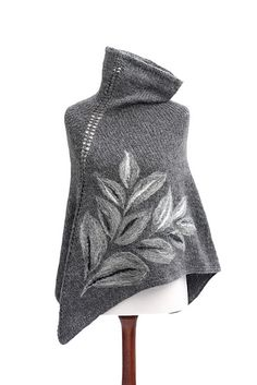 Gray poncho capelet hand knitted from yarn alpaca, mohair and acrylic, with leaves felted applique on it Grey Poncho, Knitted Poncho, Knitted Shawls, Hand Knitting, Knitting Patterns, Yarn Inspiration, Knit Picks, Knit Or Crochet, Shawls And Wraps