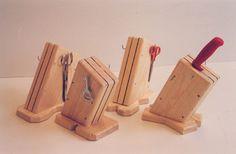 Tekninen työ - Veitsiteline Wood Crafts, Diy And Crafts, Crafts For Kids, Wood Projects, Craft Projects, Triangle, Woodworking, Maths, Home Decor