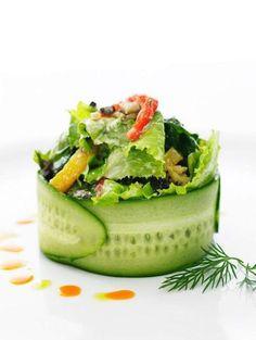 Emplatados de ensaladas que te van a sorprender / Salads plating. Gourmet Food Plating, Gourmet Salad, Gourmet Food Gifts, Gourmet Recipes, Appetizer Recipes, Cooking Recipes, Healthy Recipes, Gourmet Foods, Healthy Gourmet